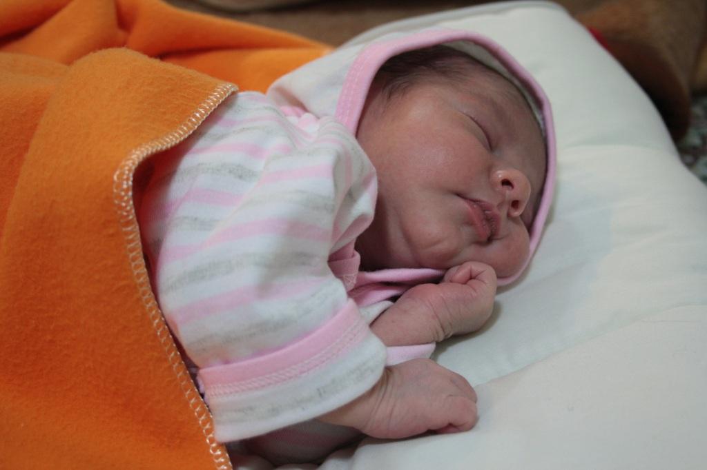 مینو، فقط سه روز پس از تولد
